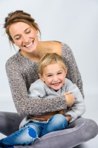 外国人女性と子供